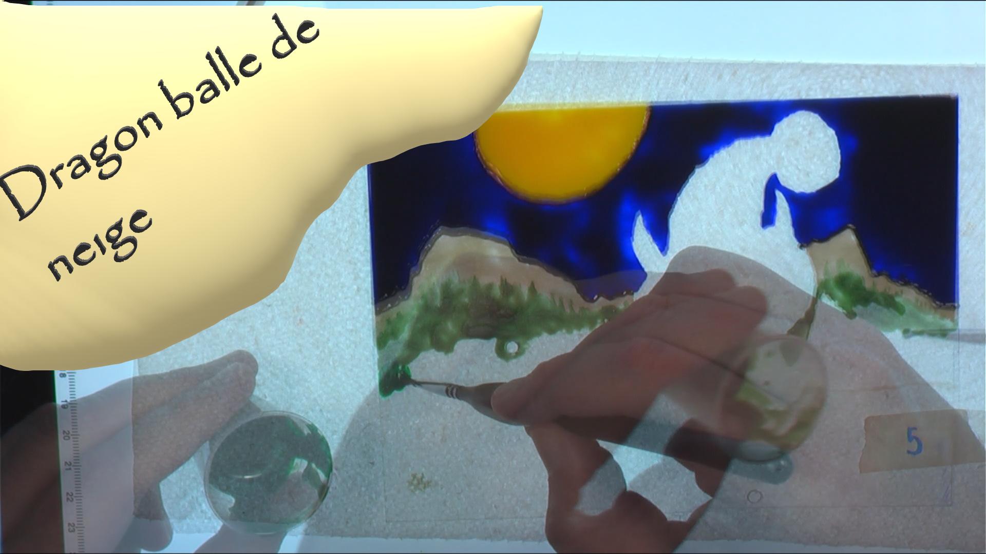 Dragon et balles de neige – Décembre 2020 - Peinture sur acrylique - 13 x 18 cm